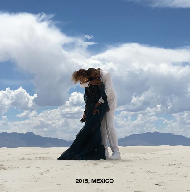 Jay Z abraza a Beyoncé en 2015 en México.