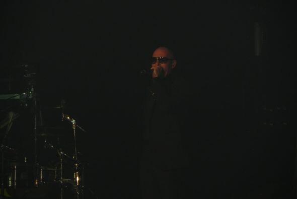 También cantó los éxitos que lo lanzaron al estrellato en el mundo del r...