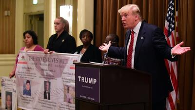 Reciben con protestas a Trump en Los Ángeles
