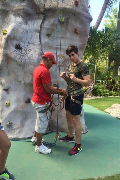 Danilo se preparó para poder escalar la pared.