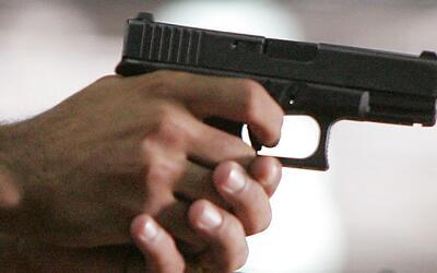 Autoridades investigan un tiroteo que deja a una persona muerta en Pomona