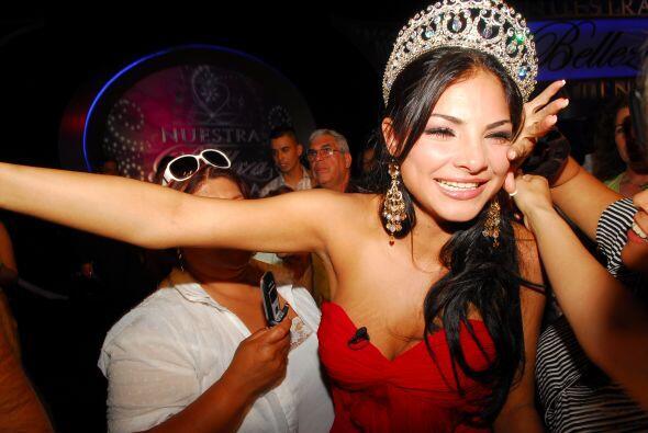 La noche más importante de Alejandra Espinoza estuvo llena de flores, ba...