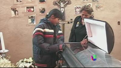 Policías mexicanos violan a joven y matan a su novio