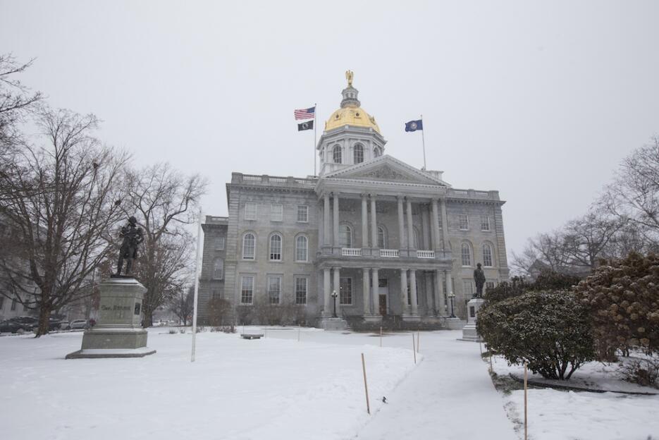 Primarias bajo la nieve en New Hampshire nh-edificio.jpg