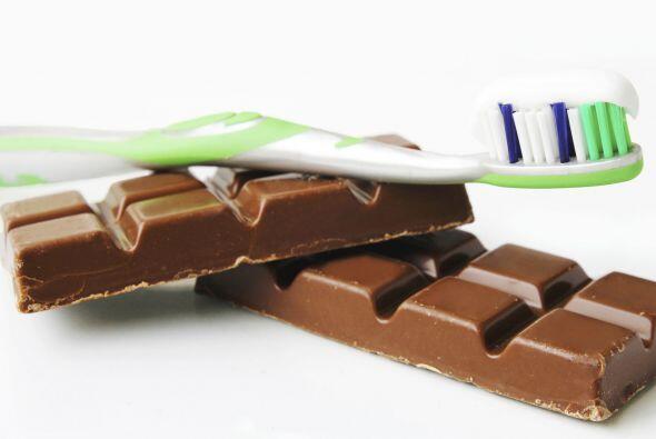 Desinfecta tu 'toothbrush' remojándolo en agua oxigenada, para ayudar a...