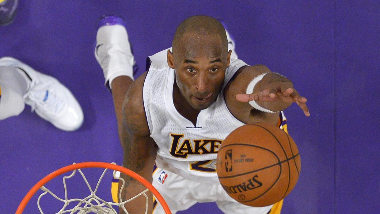 Kobe Bryant totalizó 17 puntos, ocho rebotes y nueve asistencias.