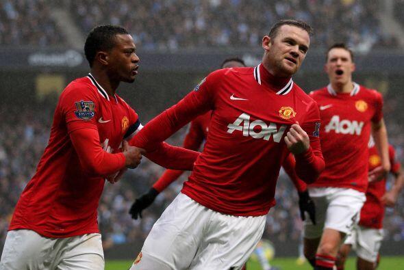 Wayne Rooney logró con un cabezazo poner el 1-0 para los 'Red Devils'.