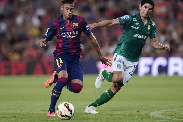 Neymar estuvo entre los 11 titulares y desde el inicio lució en gran forma.