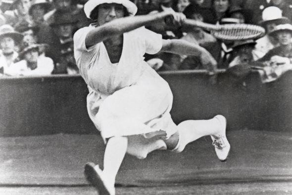 La primera celebridad femenina del tenis fue sin duda la francesa Suzann...