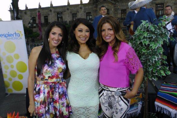 Maity, Paola y Adis, nuestras tres hermosas reporteras, juntas para fest...