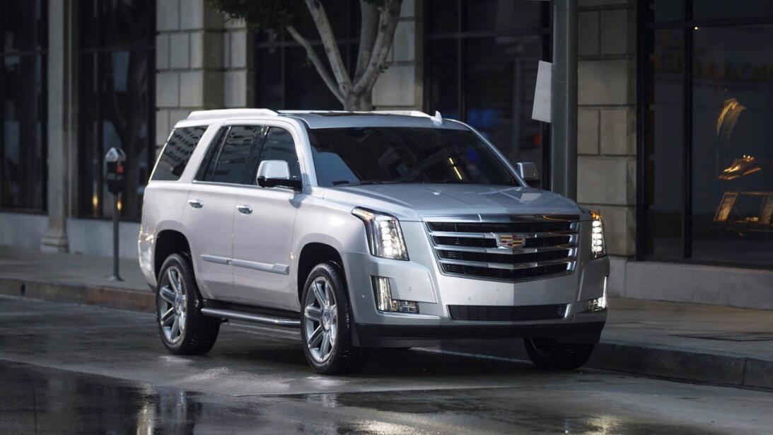 Sea usted el juez: Lincoln Navigator vs. Cadillac Escalade 18-cad-esc-01...