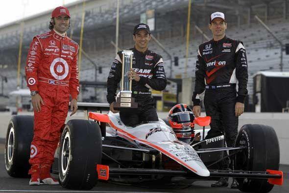 Helio Castroneves (centro), Will Power y Dario Franchitti, los tres prim...