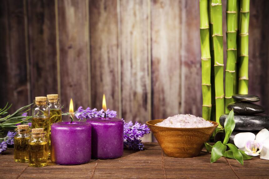 Añadir a la decoración velas puedes ayudarte a crear un ambiente más cál...