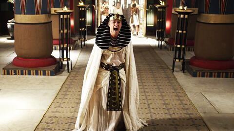 Ramsés estalló de furia al no poder combatir las plagas de Moisés