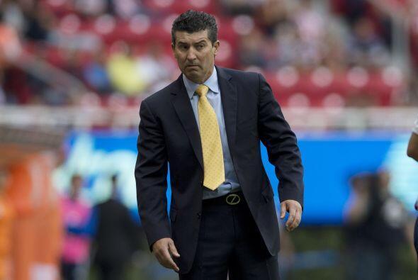 Al final del encuentro José Manuel De La Torre, entrenador de Chivas, op...