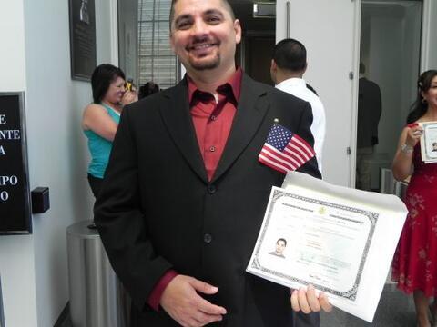 ¨Voy a registrarme hoy mismo si se puede¨, dijo Armando Ochoa, q...