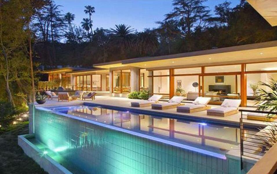 El año pasado Ricky Martin compró esta mansion en Beverly...