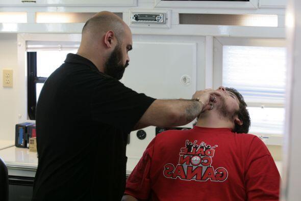 El cambio de imagen comenzó con el corte de pelo y la barba, pues había...