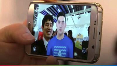 Aplicación permite tomarse 'selfies' y hablar con los muertos