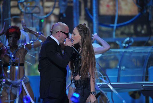 Belinda y Pitbull ese año además de incendiar el escenario ganaron el pr...