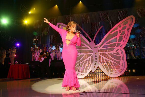 La voz de Jenni Rivera no era lo único que sobresalía sobre el escenario...