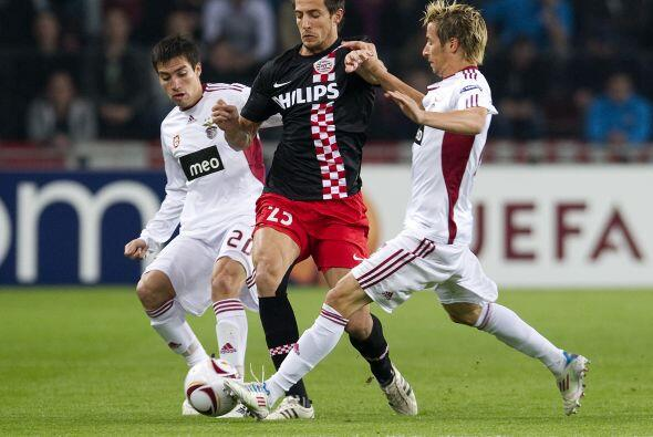 El PSV Eindhoven jugaba en su casa ante el Benfica con una desventaja in...