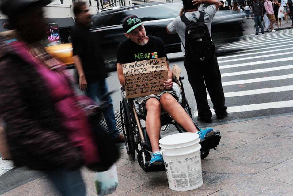 Al denunciar los riesgos que pueden enfrentar niños sin hogar en albergu...