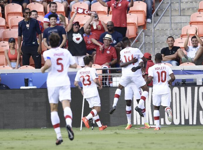 Costa Rica rescata un punto ante una sorprendente Canadá Canada's midfie...