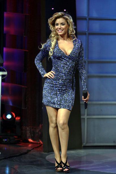 Con los modelitos que elige cada sábado, Rosina presume sus largas piernas.