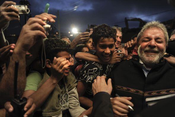 Entre aplausos y agradecimientos, el mandatario brasileño camin&o...