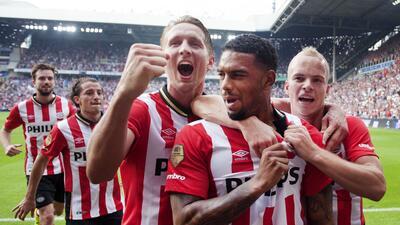 El PSV Eindhoven posó para la foto oficial de la temporada.