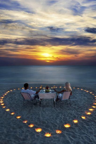 Puedes sorprenderla con un escenario romántico justo en medio de la play...