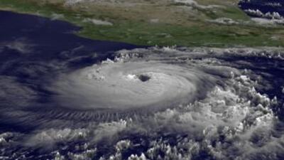 Adrian, el primer huracán en el Pacífico de la temporada 2011, fue degra...