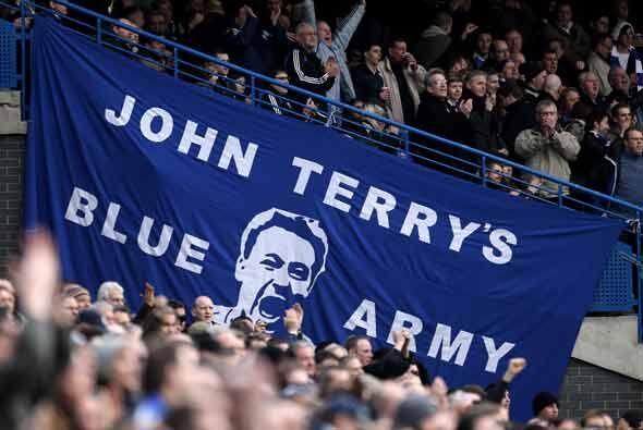 John Terry recibió el apoyo incondicional de los seguidores del Chelsea...