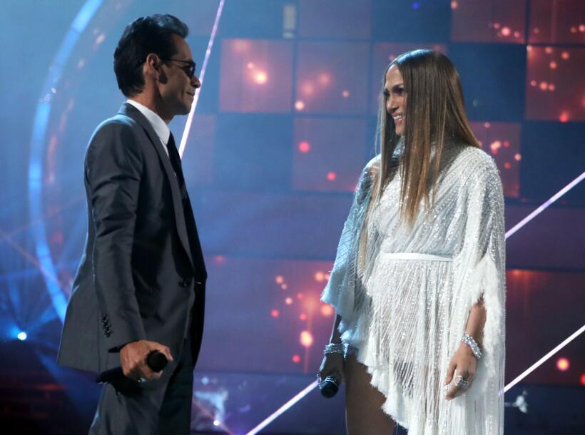 Los cantantes interpretaron 'Olvida y pega la vuelta' en los Lat...