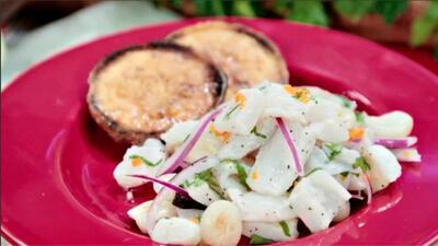 Ceviche estilo peruano con camote asado