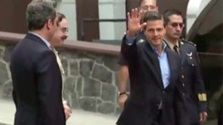 A su salida del hospital, el presidente mexicano Enrique Peña Nieto.