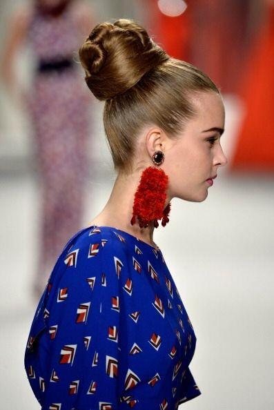 Los pendientes 'borla' que usó la diseñadora en sus modelos este año fue...