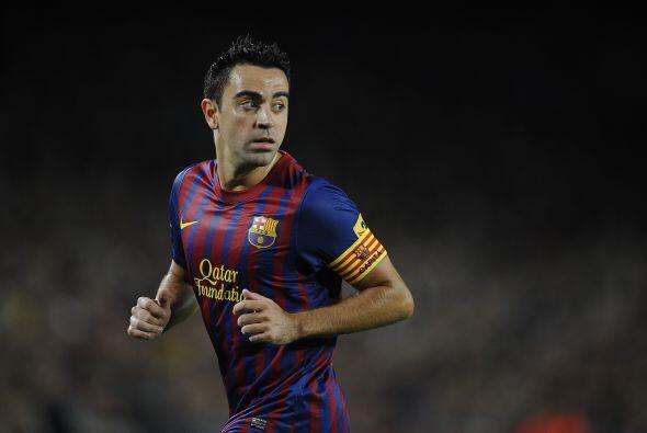 En la mitad del campo aparece el español Xavi.