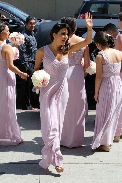 Este vestido le resalta su esbelta figura.Mira aquí los videos más chism...