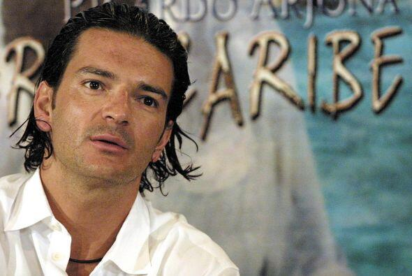 'Santo pecado (2002)', '5to piso (2008)', 'Poquita ropa (2010)' e Indepe...