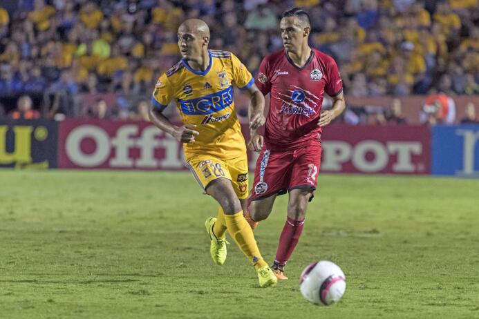 De la mano de Eduardo Vargas, Tigres derrotó a Lobos BUAP 20170826_8656.jpg