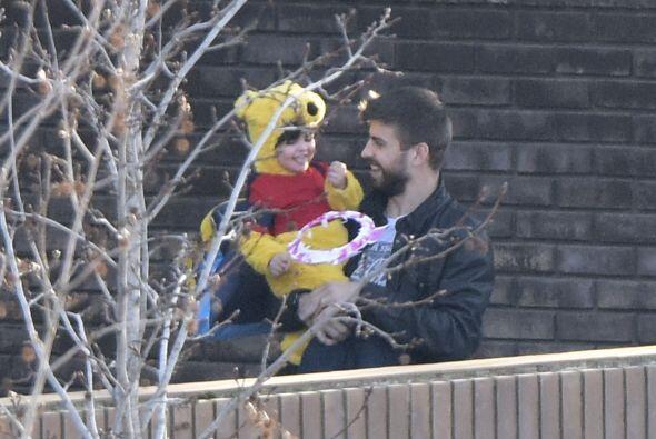 Ahora que el nuevo bebé demanda toda la atención de sus papis, Gerard no...