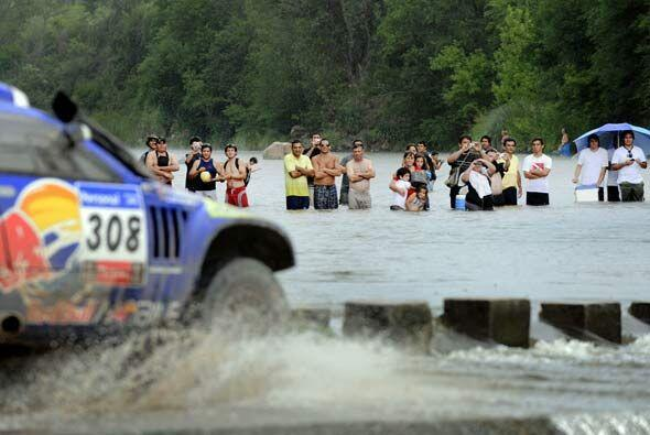 Sainz es el campeón defensor del Rally Dakar 2011 y los aficionados no s...