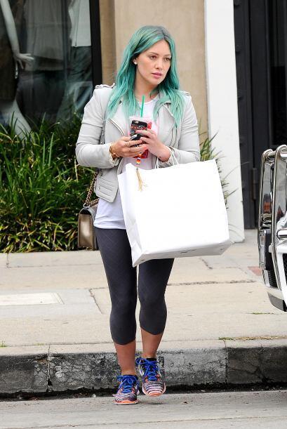 ¡OMG! no puede ser, quién le dijo a  Hilary Duff que ese to...