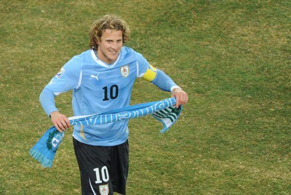 Uruguay sacó la cara por Sudamérica. Diego Forlán obtuvo el balón de oro...