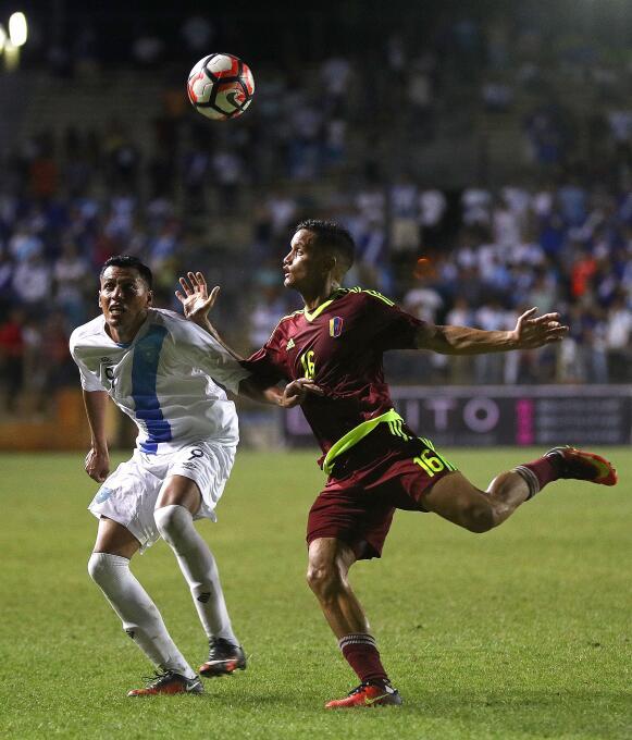 Ranking de los defensas de la Copa América Centenario 19-GettyImages-537...