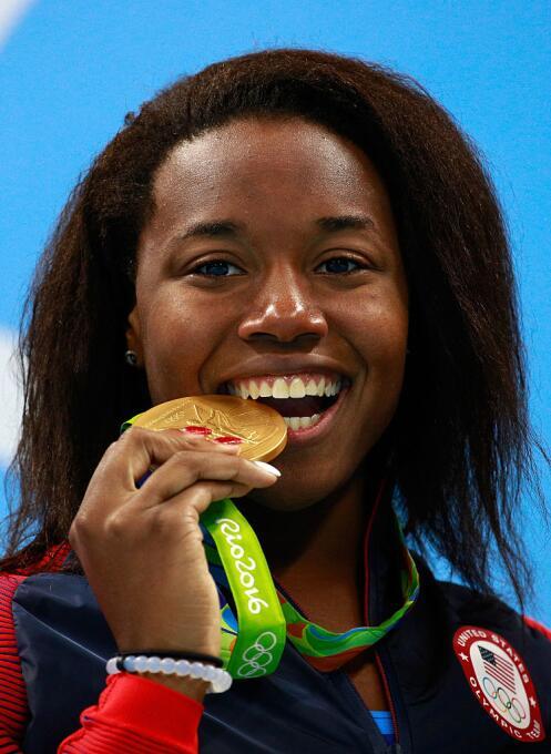 Sorpresa en los 100 libre femenino. Dos oros en esta prueba, con récord...