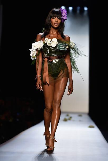 Finalmente tenemos a la guapísima Naomi Campbell, quien modeló para la f...
