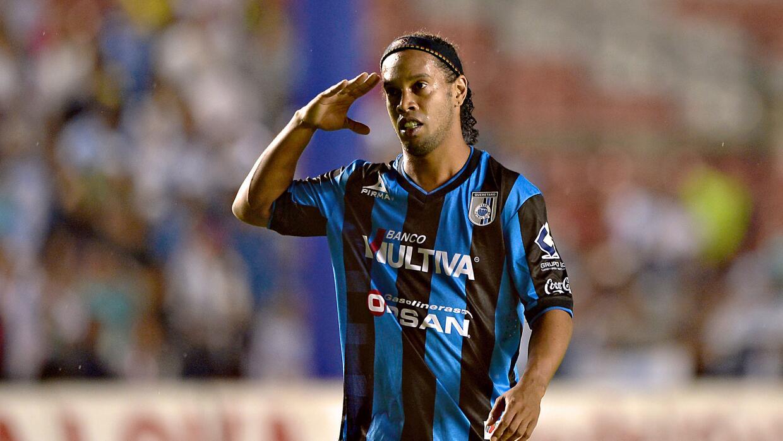 Ronaldinho se va de México.